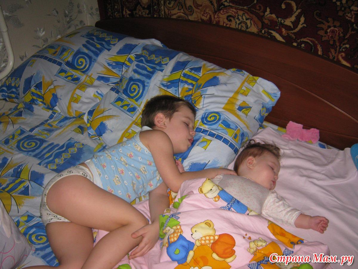 Сеста спит брат 8 фотография