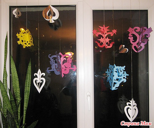 Каталог украшение из бумаги на окна к новому году