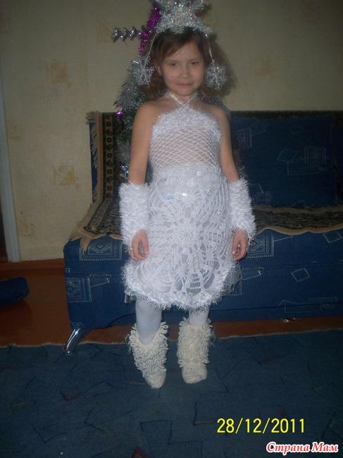 Детские вязаные платья к утренникам