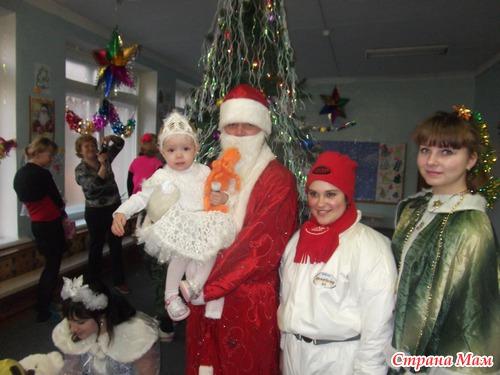 Дед мороз дарит подарок фото