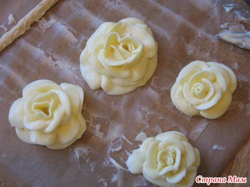 Как сделать розу из белкового крема пошагово