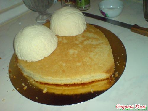 Изначально был сделан бисквит ванильно-шифоновый 1/2 порции рецепта, т. к.
