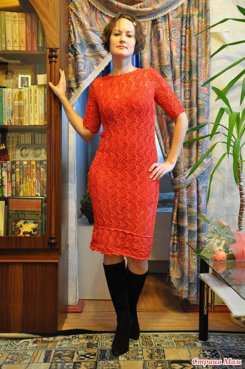 Вязаное бордовое платье спицами