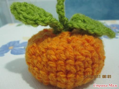 Первая игрушка -мандарин!