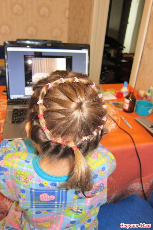 Прическа на короткие волосы для девочек с резинками