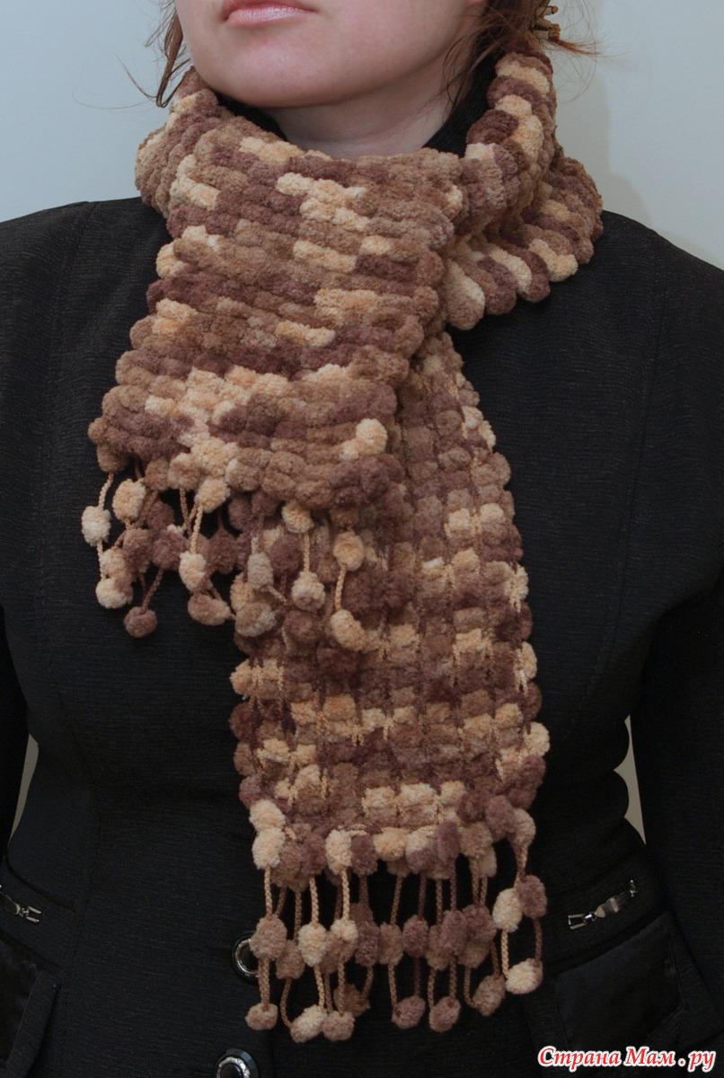 Вязание шарф с помпонной пряжи