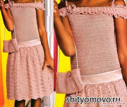 Очаровательное детское платье связано крючком на девочку 7-8 лет.  Юбка платья связана ажурным узором.