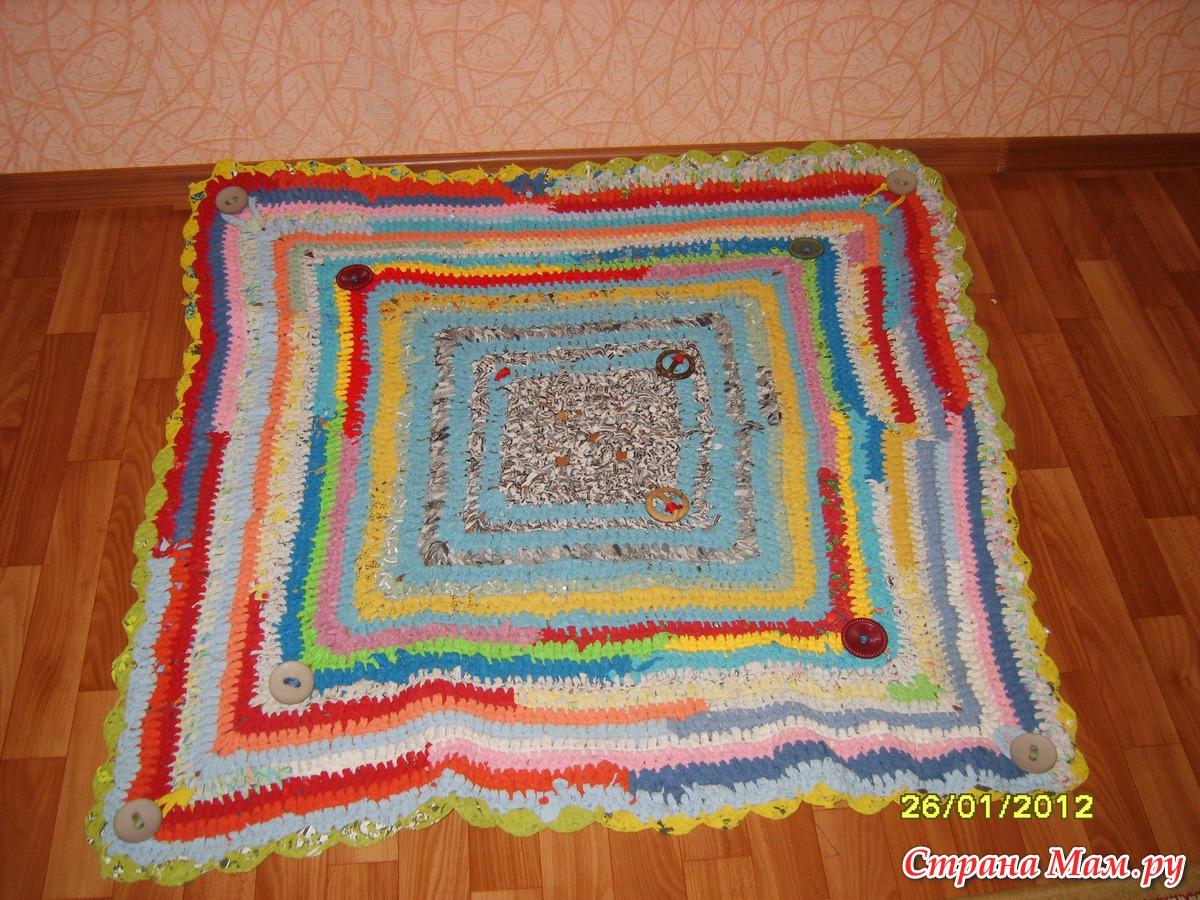12 необычных идей как сделать коврики из старых вещей 12