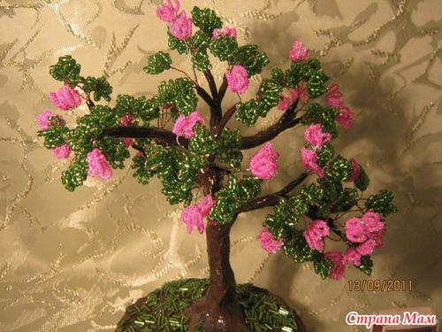 Мои деревья из бисера и сколов натуральных камней.