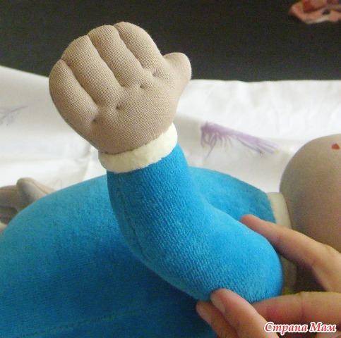 Как оформить пальчики текстильной кукле