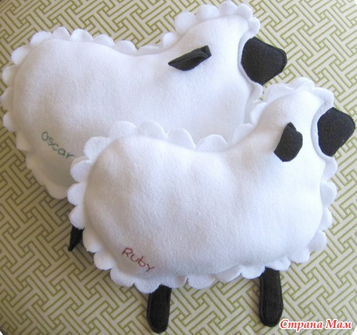 Игрушки подушки с козой