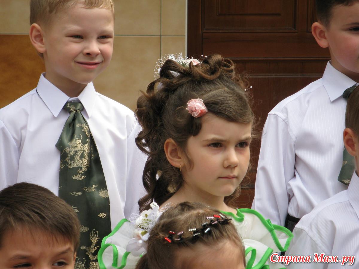 Детские прически на выпускной фото 38