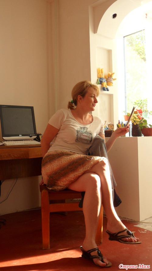 Фото под у мамы юбкой 4 фотография