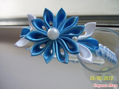 Цветок из атласных лент на ободок своими