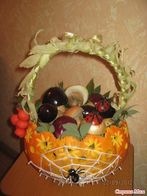 Поделка корзина с овощами из тыквы 28