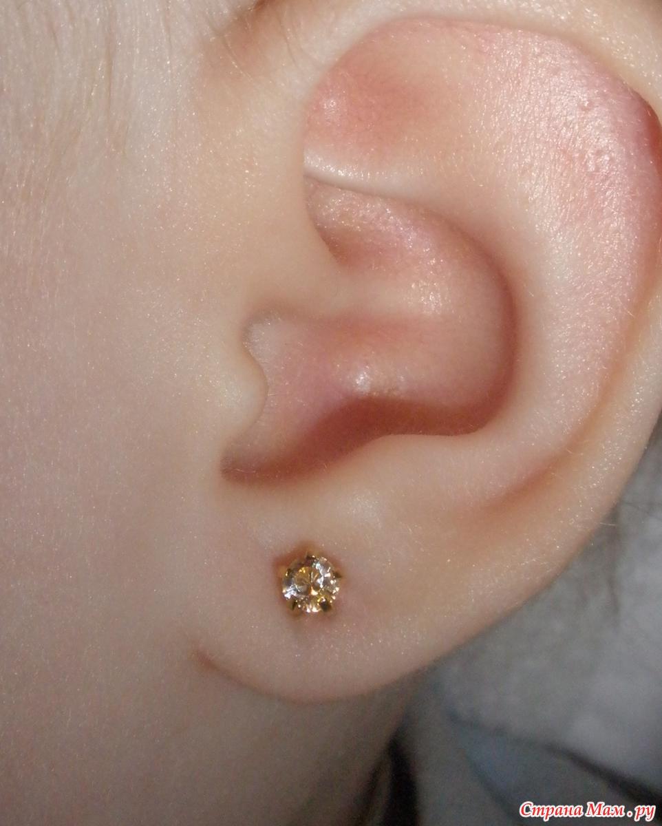 Фото новорожденные с серьгами в ушах 2