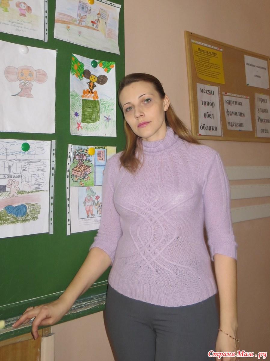 Трусики под юбкой у студентки (16 фото)
