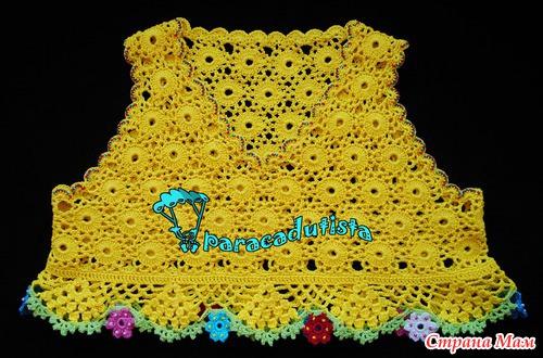 Яркое комбинированное платье для дочки на 2 года :вязание крючком  + пэчворк.