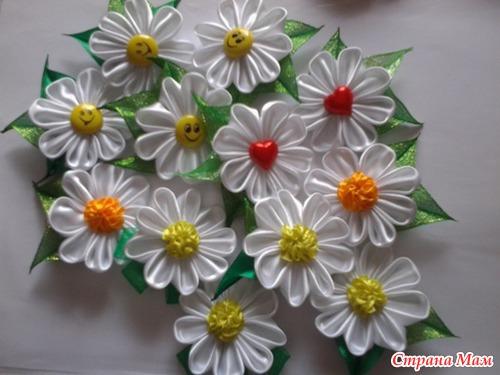 Цветок ромашки из лент своими руками