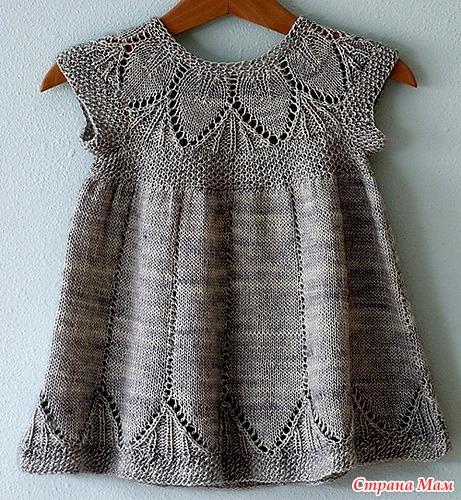 Платье для девочки связанное кокеткой