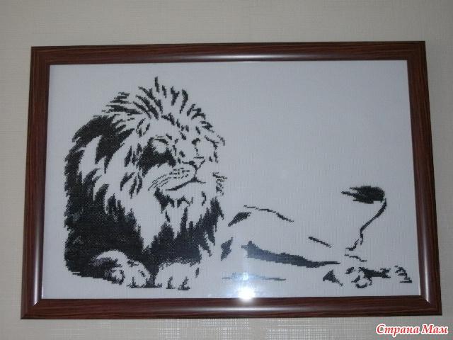Монохром лев вышивка
