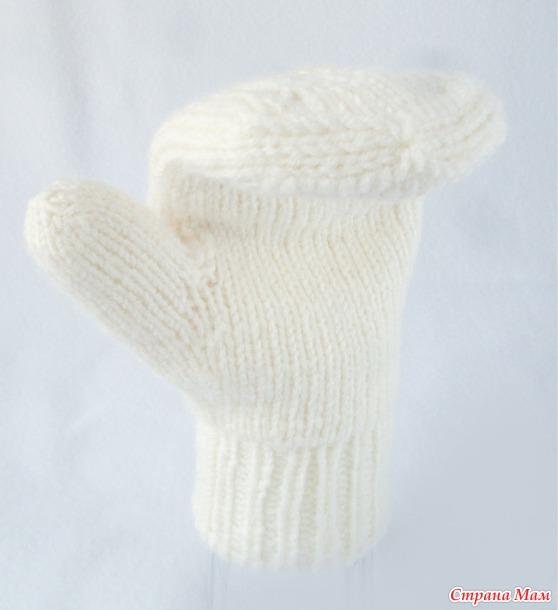 Комплект СНЕЖНЫЕ ЛИСТОЧКИ. шапка, манишка и варежки
