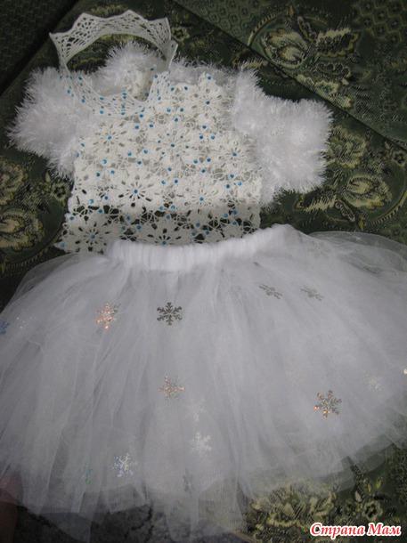 Платье снежинки вязаное