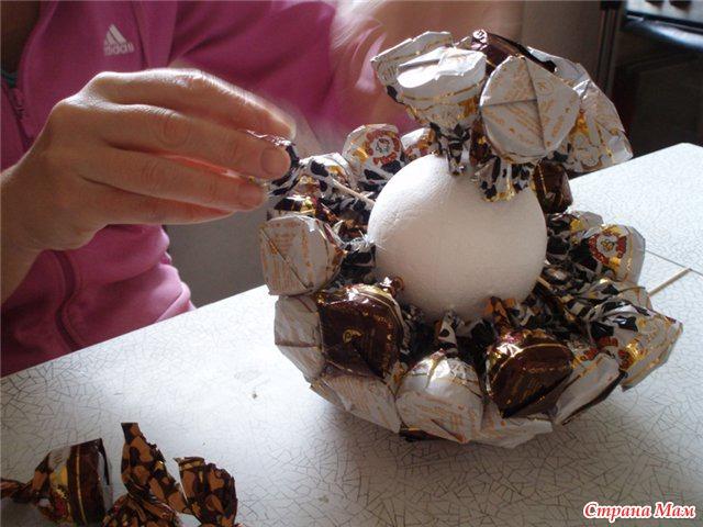 Футбольный мяч из конфет своими руками пошаговое фото для начинающих 2