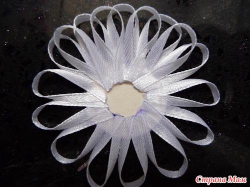 МК цветк из узкой ленты