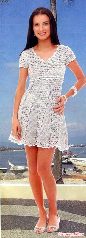*Ажурное платье с завышенной талией и расклешенной юбкой.