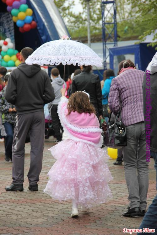 Вы видели принцесса гуляла по Красноярску? Да? Это модная Валя была (много фото)