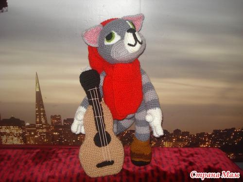 """Продам вязаную игрушку  """"кот Матроскин с гитарой """", Россия."""