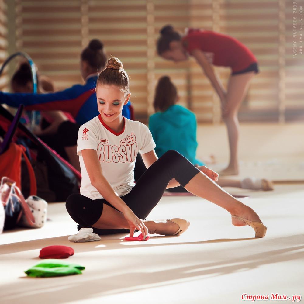 фото гимнастка на разминке