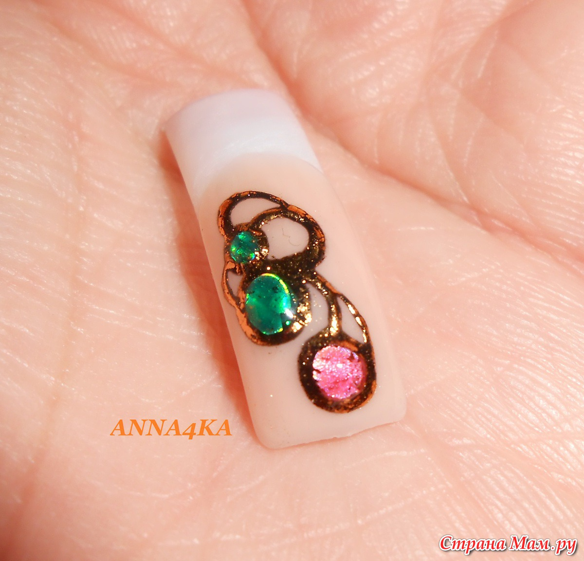 Искусственный камень на ногтях фото