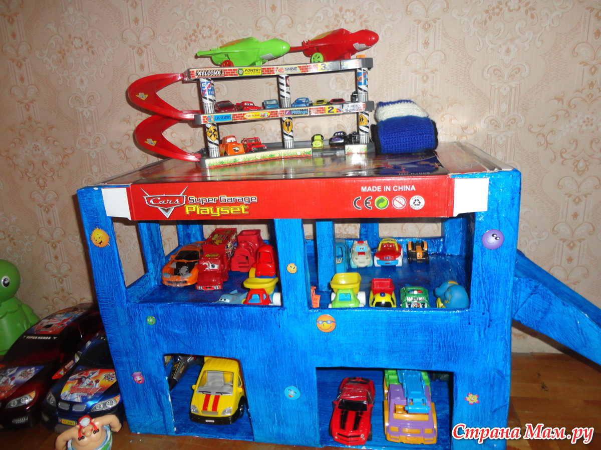 Как сделать гараж для моделей из коробки