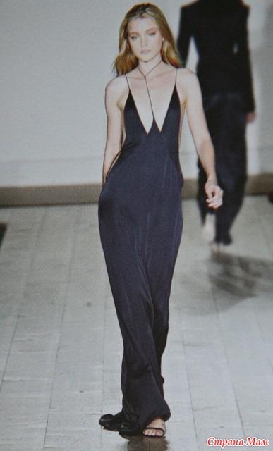 Платье с вырезом на груди открытое