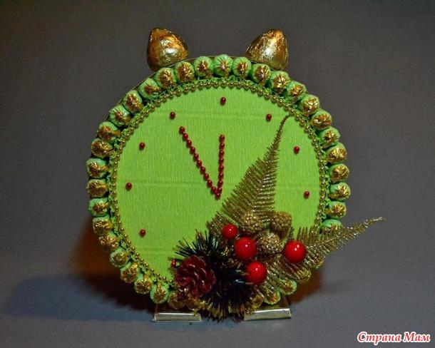 Поделки из конфет часы на новый год