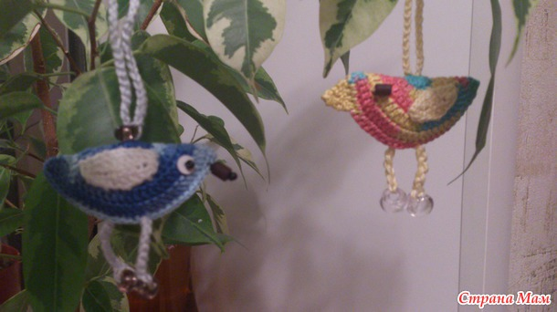 Птички из остатков пряжи