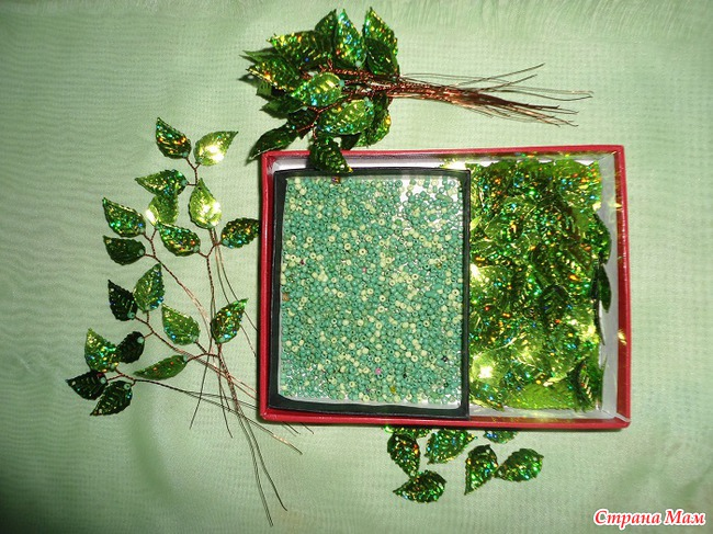 Вот уже больше двух лет плету Сакуру из паеток-ракушек и листиков.  МК таких работ есть у меня в Альбоме МК.