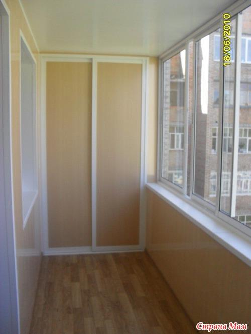 Встроенный шкаф на балконе фото.