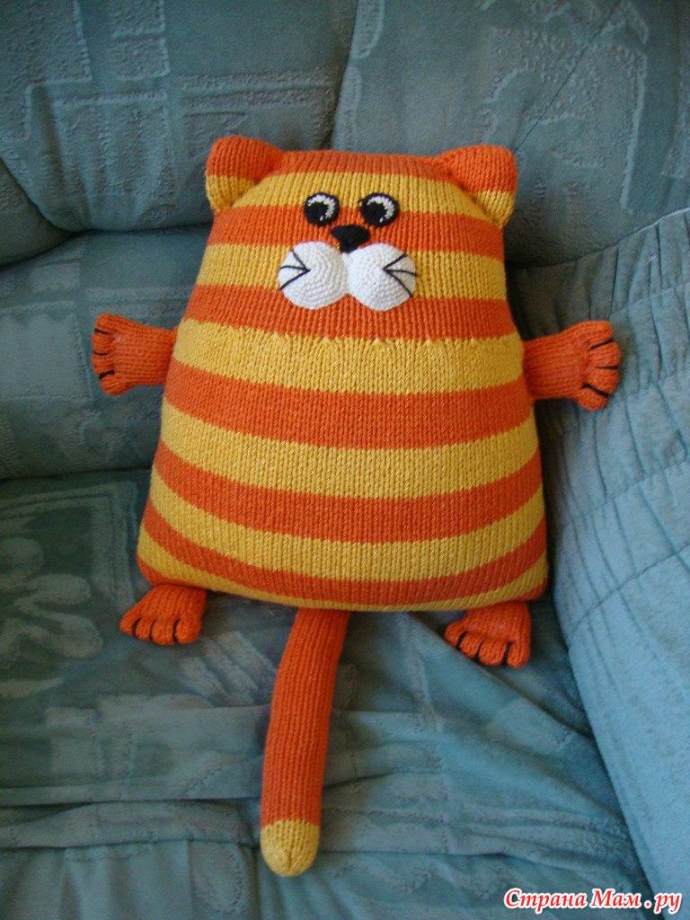 Вязанные игрушки-подушки фото