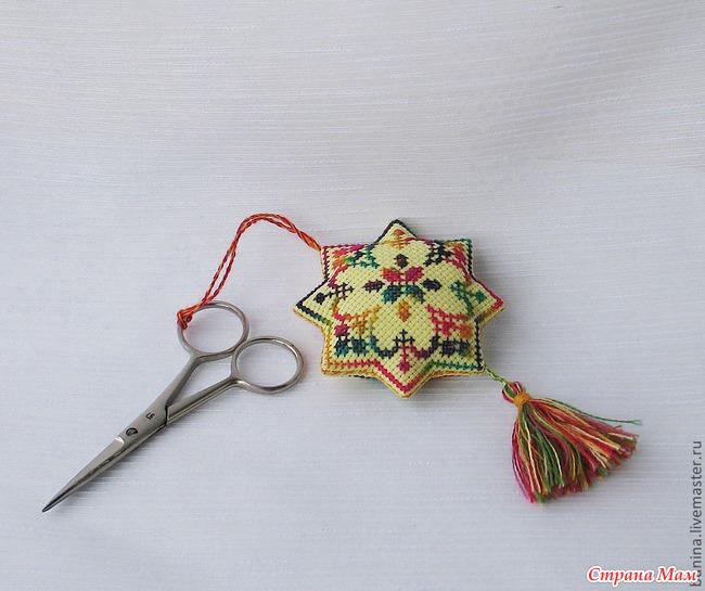 Девочки, СРОЧНО нужно вышить игольничку и маячок на ножницы. у кого есть красивые схемки, скиньте, плиз на почту...