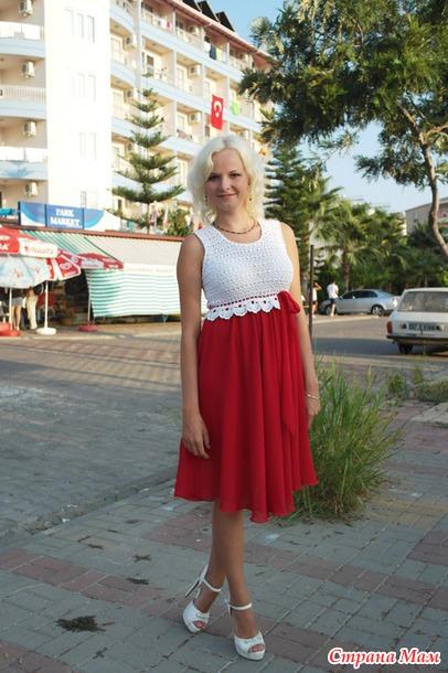 Фото комбинированных красных летних платьев