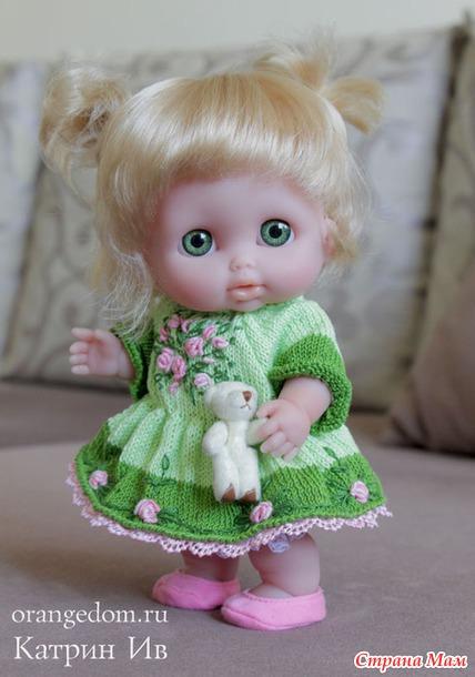 Вязаное платье для куколки