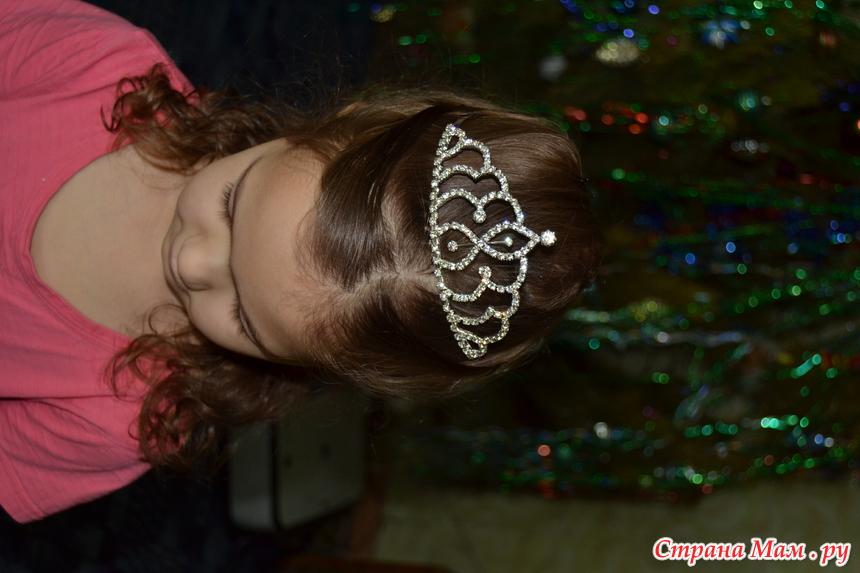 прически с диадемой для детей фото