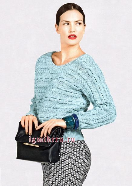 Пуловер связанный единым полотном в поперечном направлении