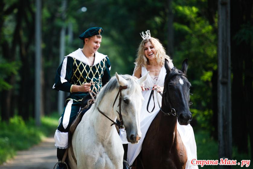 принц на белом коне. фото