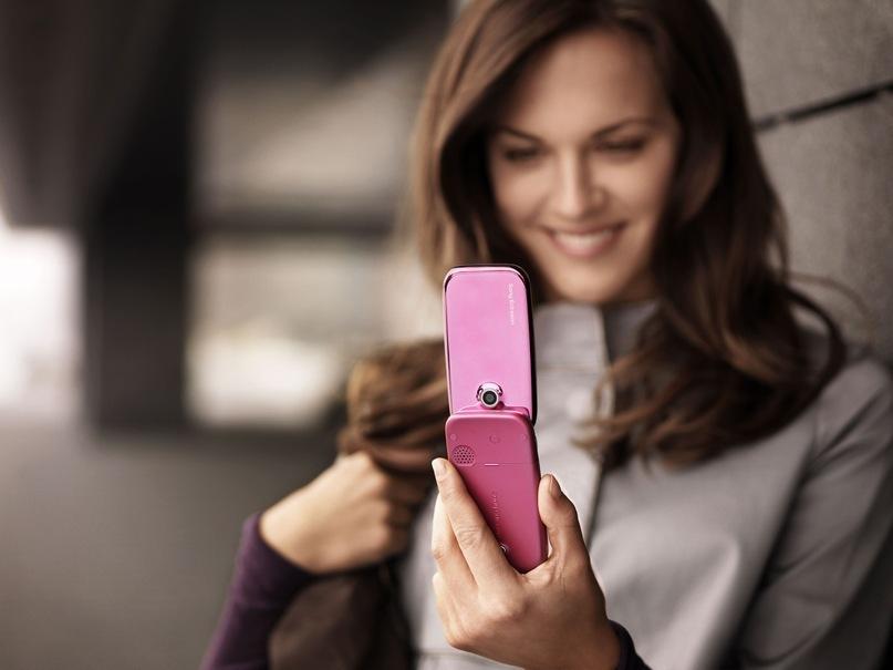Девушка говорит по телефону фото 7