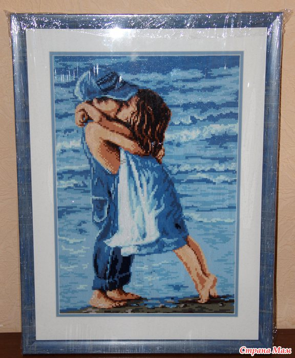 Вышивка мальчик целует девочку