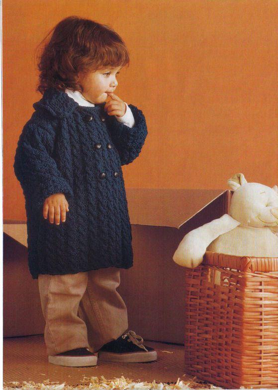 Вязаное пальто для мальчика